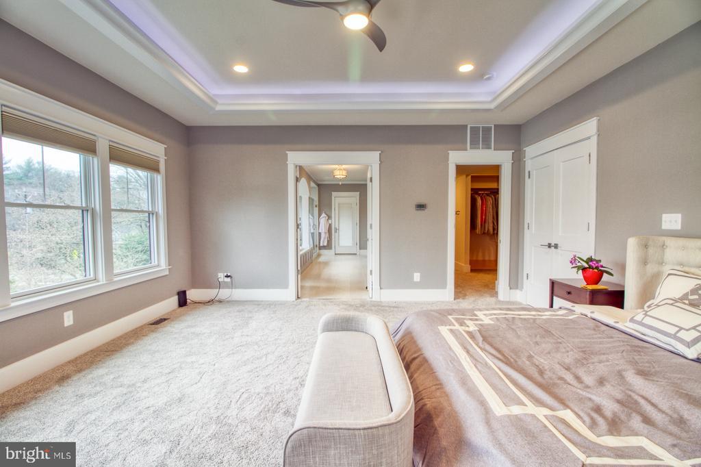 Owner's suite - 405 NELSON DR NE, VIENNA