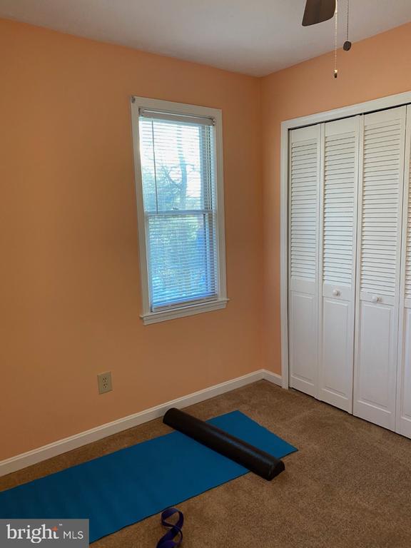Corner Bedroom Closet - 2024 SCHOONER DR, STAFFORD