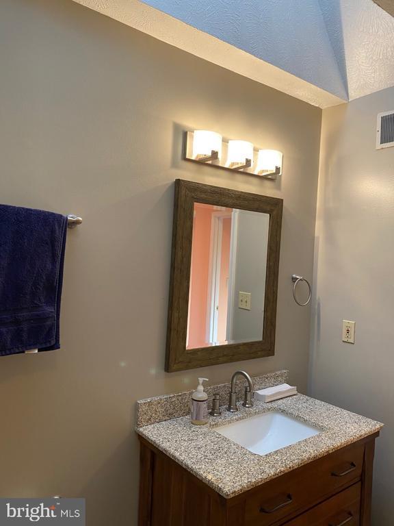 Hall Bath Vanity - 2024 SCHOONER DR, STAFFORD