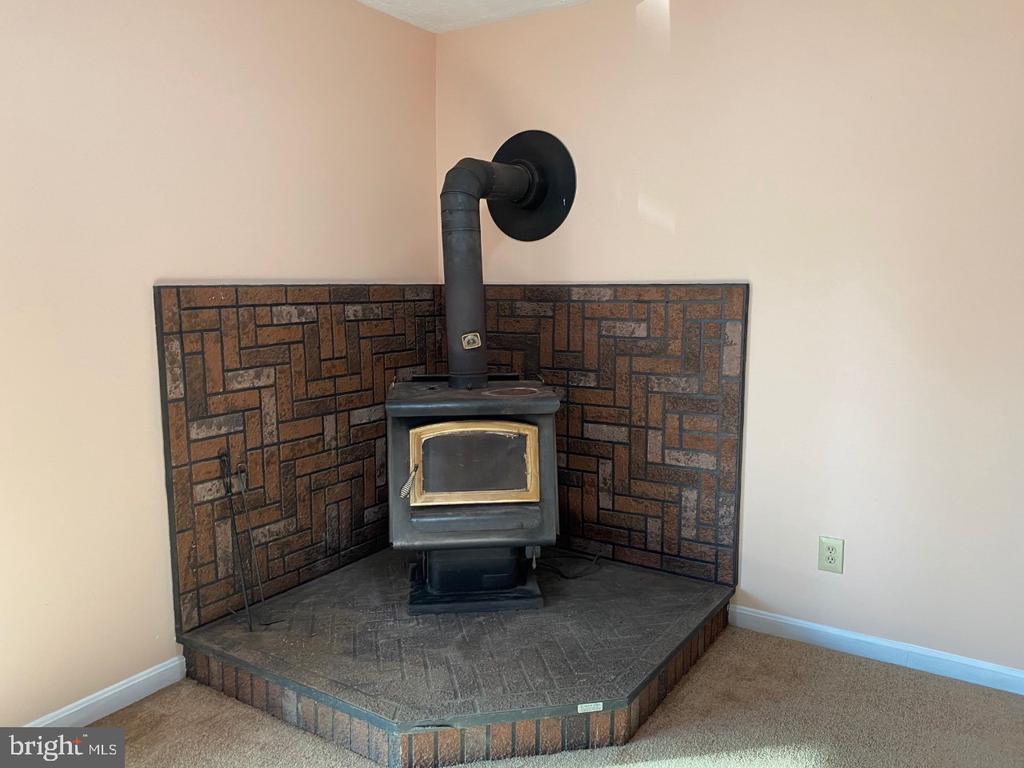Wood Burning Stove - Heats the House - 2024 SCHOONER DR, STAFFORD