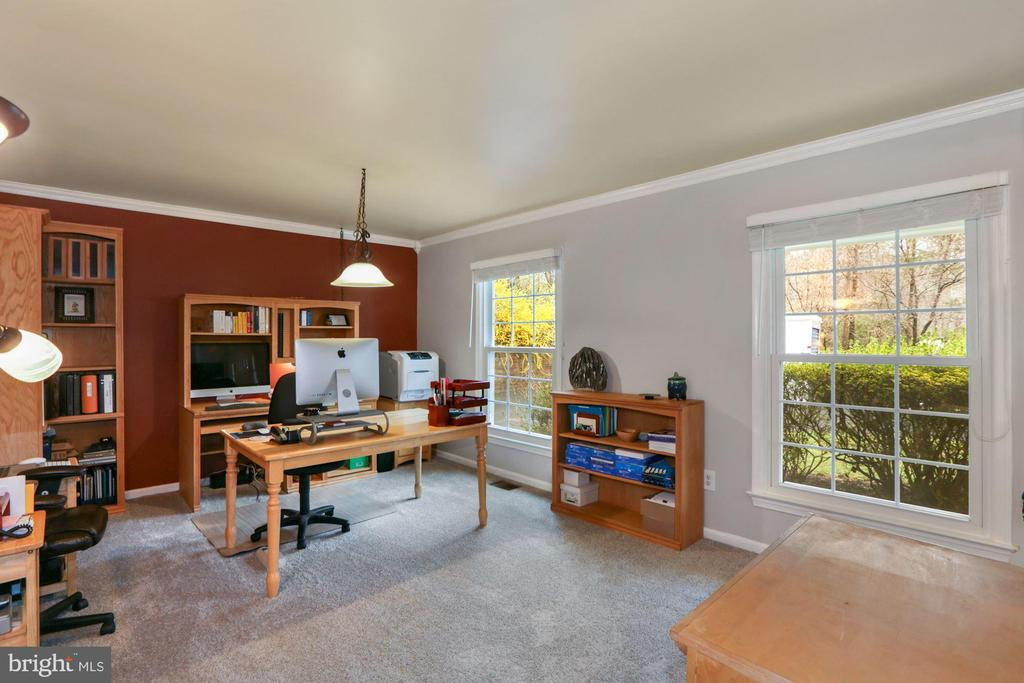 Office or Living Room on Main level - 10613 PINEVIEW RD, MANASSAS