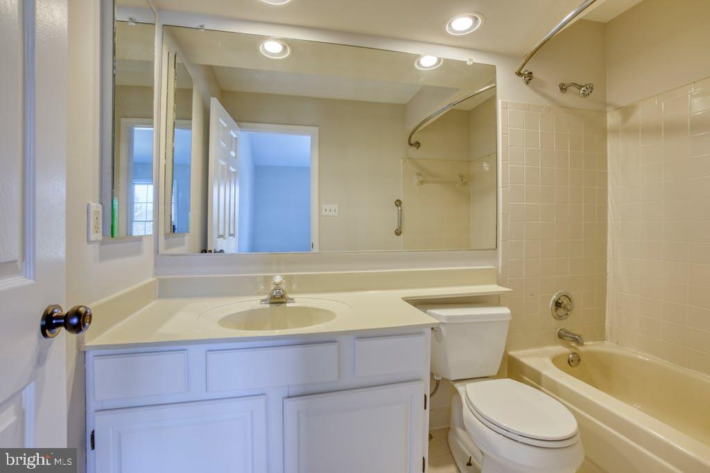 Upper level Bath - 43913 AFTON TER, ASHBURN