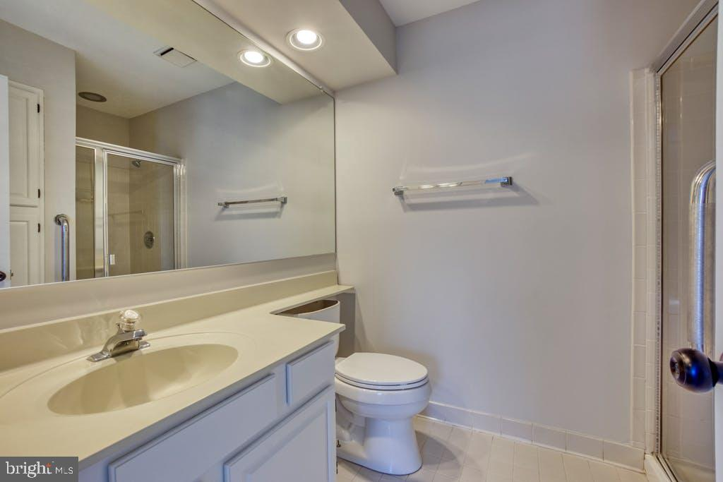 en-suite bath - 43913 AFTON TER, ASHBURN