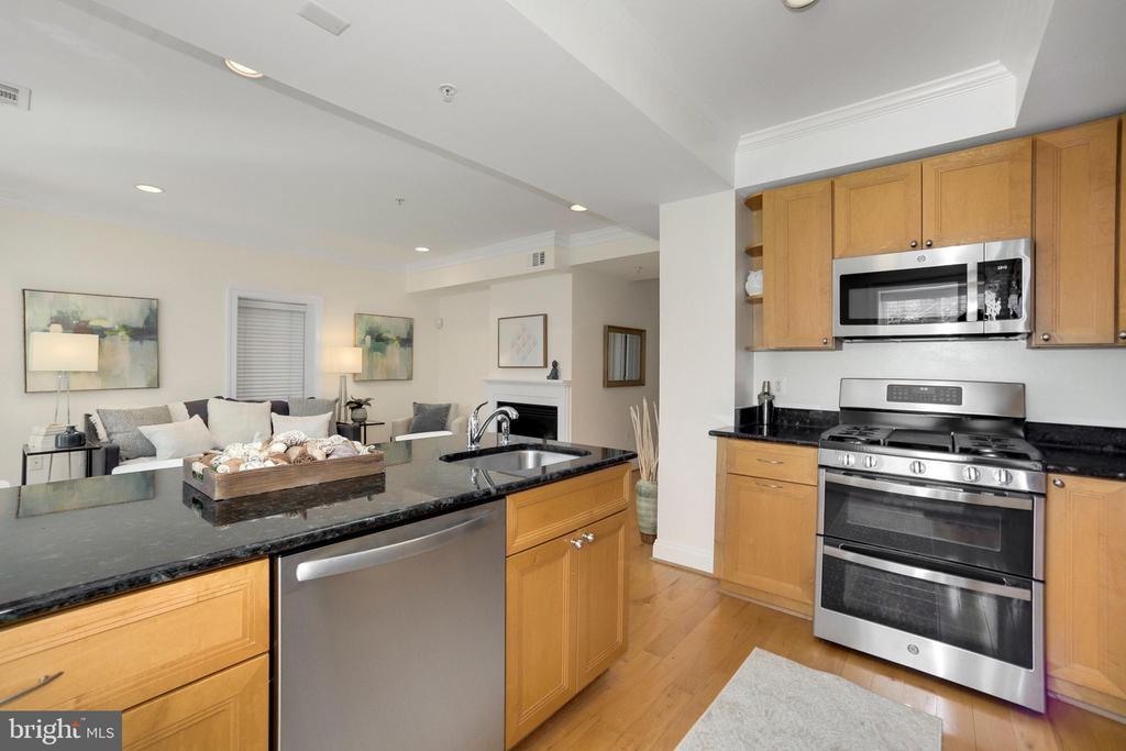 Kitchen view - 1740 18TH ST NW #201, WASHINGTON