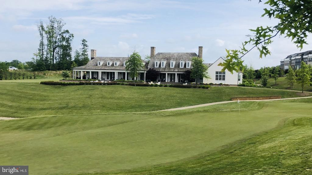 Walk to play golf, happy hour or dinner - 17353 REDSHANK RD, DUMFRIES