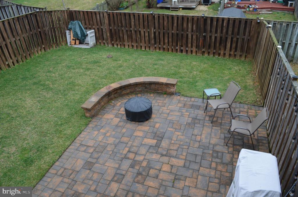Enjoy relaxing on your patio with private back yar - 212 DEERVALLEY DR, FREDERICK