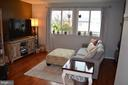 Bright family room area - 212 DEERVALLEY DR, FREDERICK