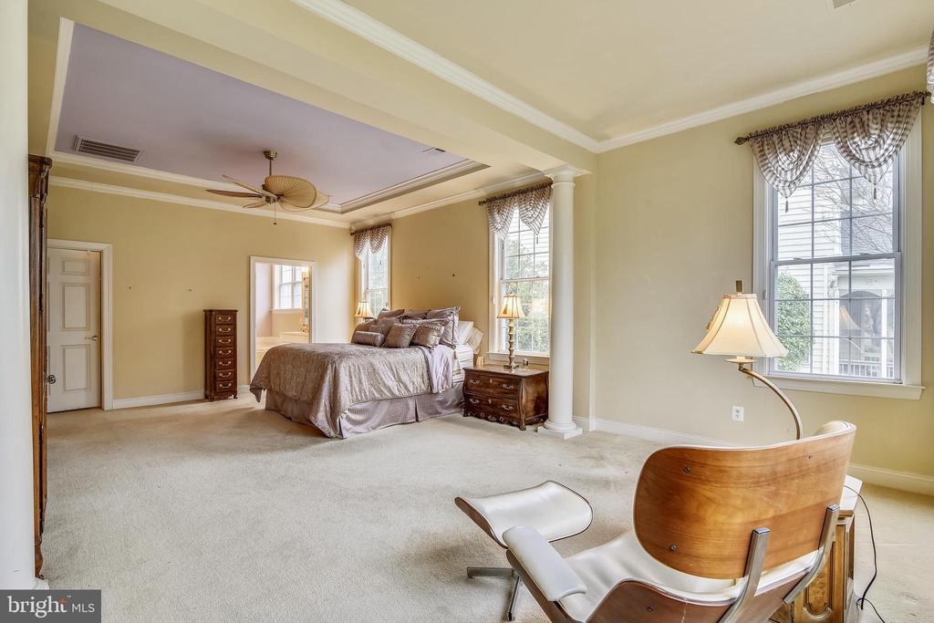 Sitting room in owner's suite. - 5312 TREVINO DR, HAYMARKET