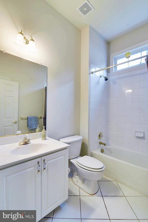 Full Bath #2 - 5312 TREVINO DR, HAYMARKET