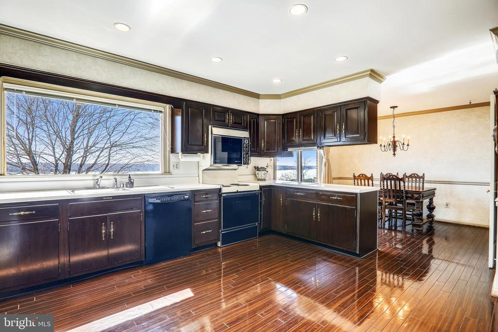 Ample sized kitchen captures the stunning views - 3903 BELLE RIVE TER, ALEXANDRIA