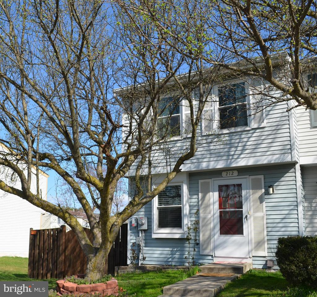 Owned Solar panels - LOW Electric bills!! - 212 DEERVALLEY DR, FREDERICK