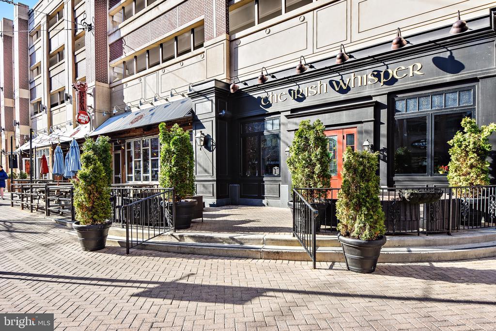 Restaurants right out your front door! - 157 FLEET ST #413, NATIONAL HARBOR