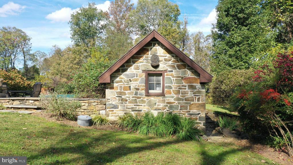Spring house - 37670 CHAPPELLE HILL RD, PURCELLVILLE