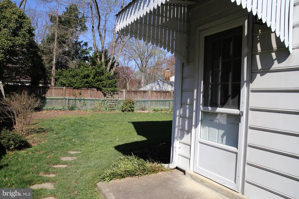 Side yard, door leads to office - 8002 LAKE PLEASANT DR, SPRINGFIELD