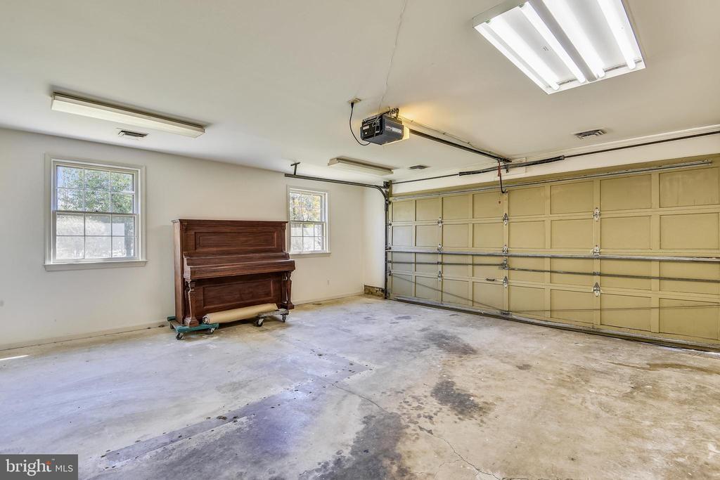 Garage - 4206 MOUNT VERNON MEMORIAL HIGHWAY, ALEXANDRIA