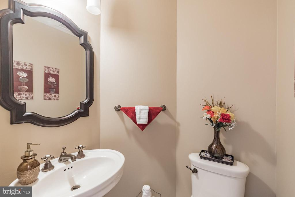 Main Level Half Bath - 20757 BREEZY POINT TER, STERLING