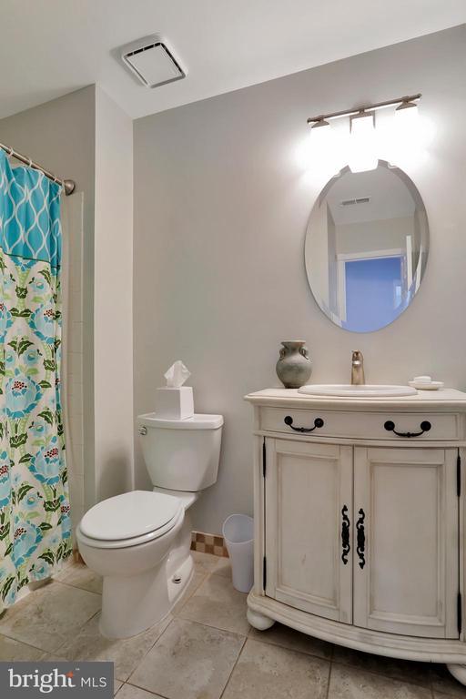1st Bedroom Full Bath - 47661 PENNRUN WAY, STERLING
