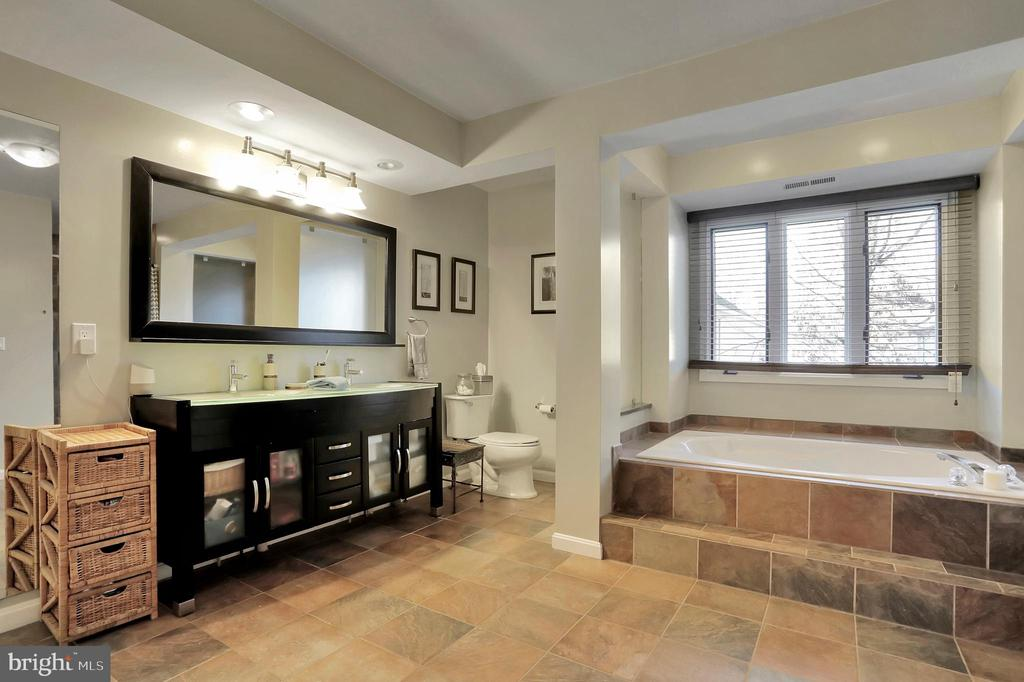 Master Bedroom Full Bath - 47661 PENNRUN WAY, STERLING
