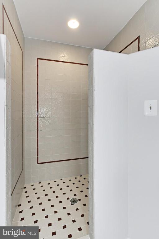 Master bathroom shower - 6802 GLENMONT ST, FALLS CHURCH