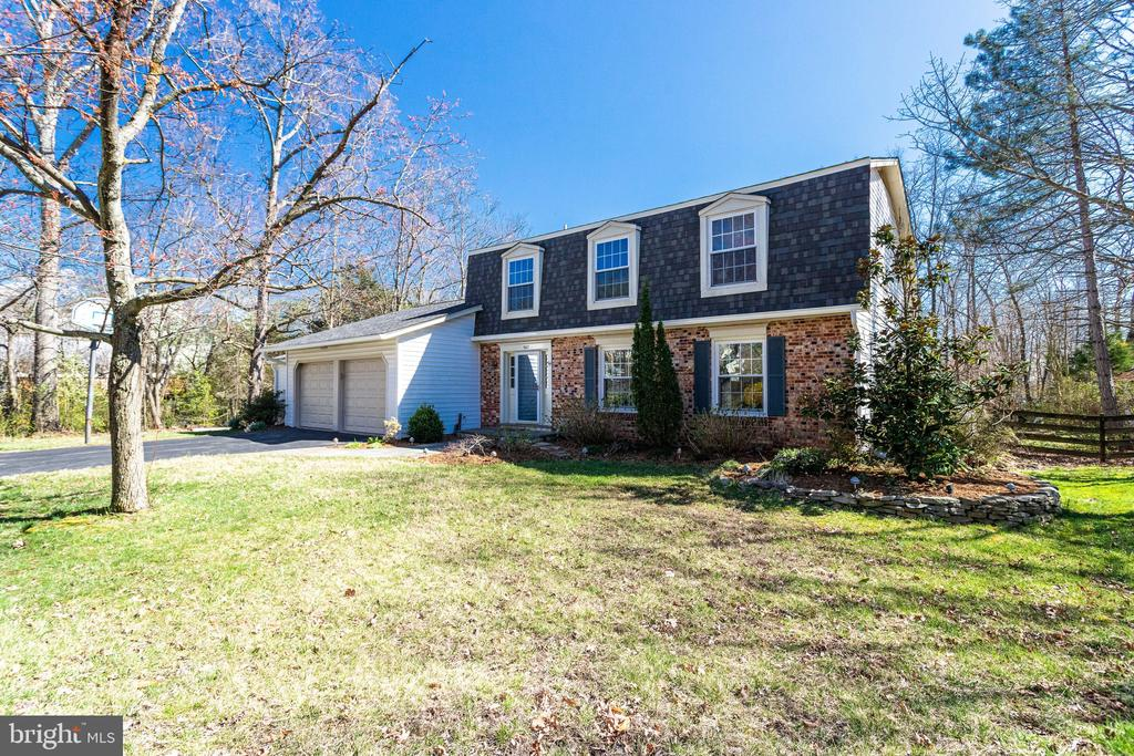 Brick Front Colonial on Nearly 1 Acre of Land - 9107 ROOKINGS CT, SPRINGFIELD