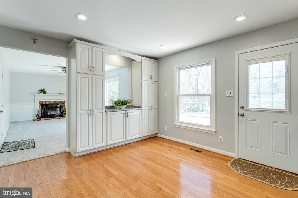 Elegant Built-in Cabinetry w/Opening to Family Rm - 9107 ROOKINGS CT, SPRINGFIELD