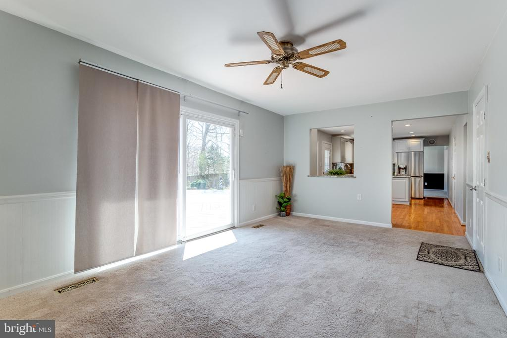 Light-filled Family Room - 9107 ROOKINGS CT, SPRINGFIELD