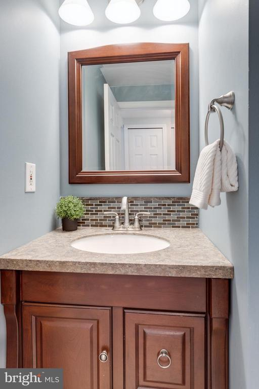 Powder Room - 9107 ROOKINGS CT, SPRINGFIELD