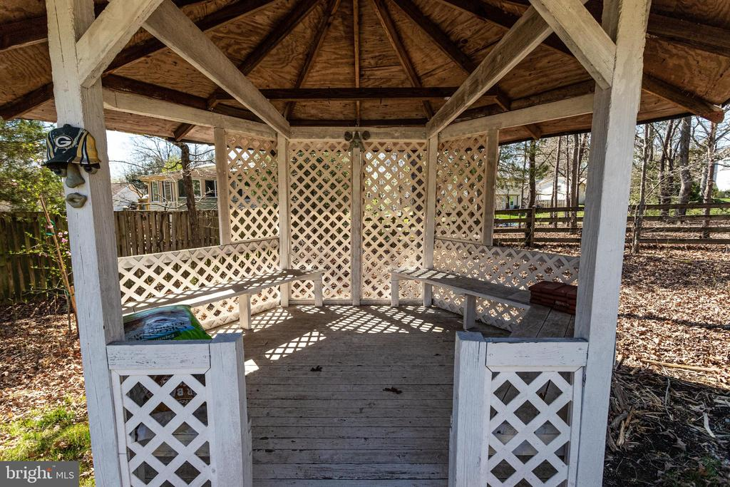 Gazebo - 9107 ROOKINGS CT, SPRINGFIELD