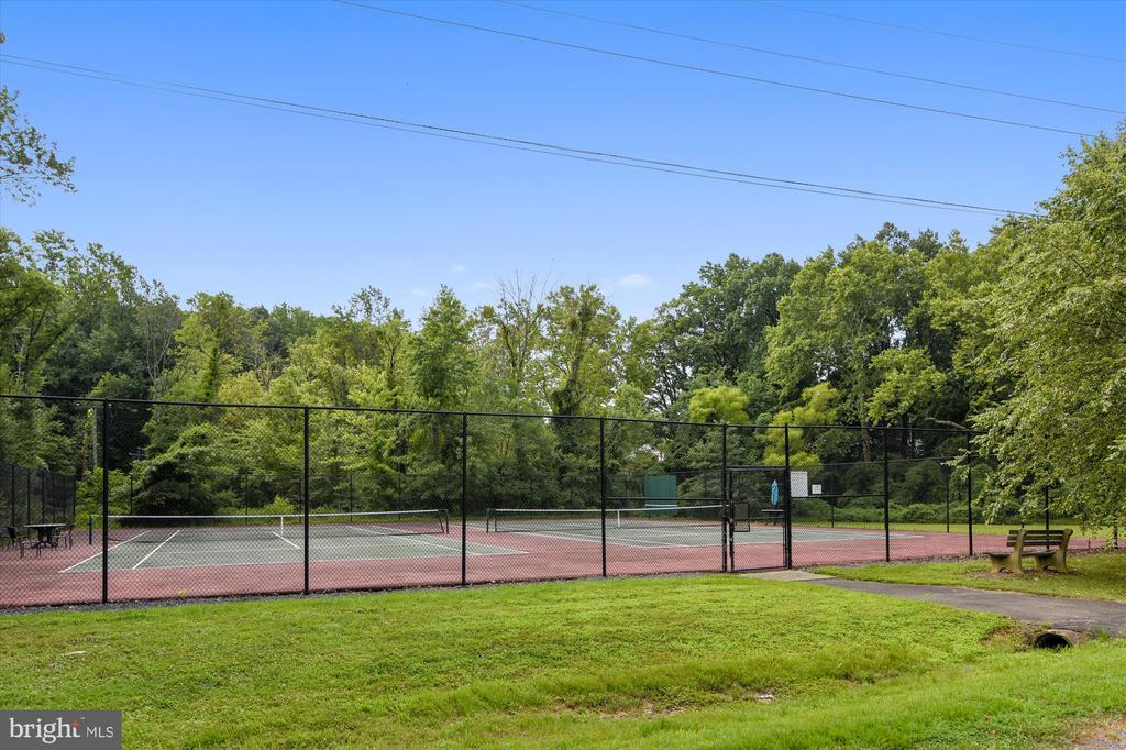 Country Club Hills Swimming Tennis Courts - 3606 COLONY RD, FAIRFAX