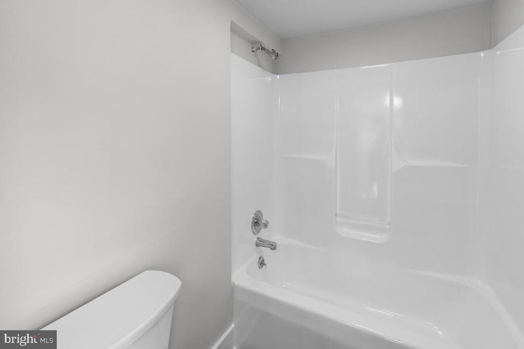 Full Hall Bathroom - 4926 ELMER DERR RD, FREDERICK