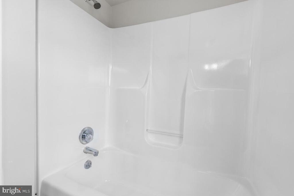 Primary Bathroom Suite - 4926 ELMER DERR RD, FREDERICK