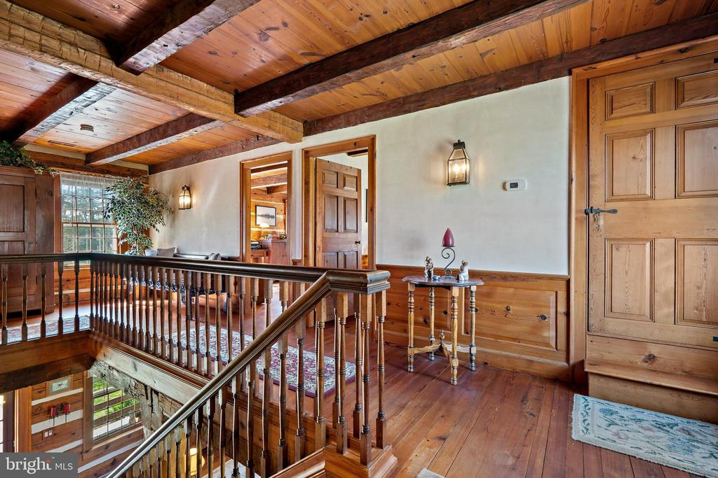 Upper hallway - 37670 CHAPPELLE HILL RD, PURCELLVILLE