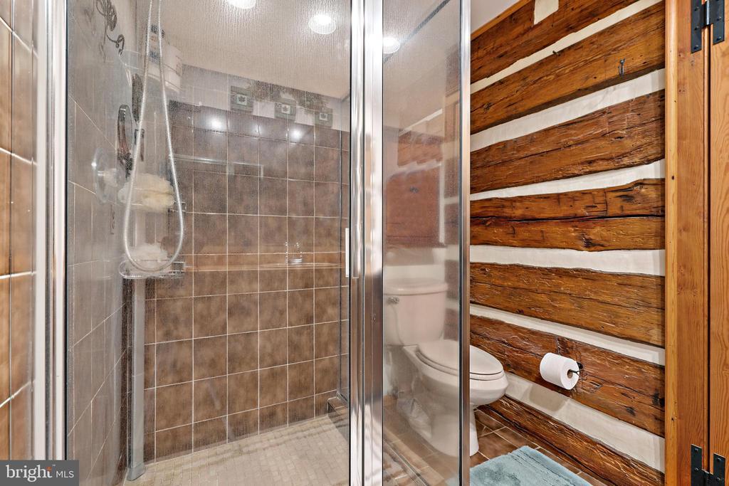 Primary has en suite bath - 37670 CHAPPELLE HILL RD, PURCELLVILLE