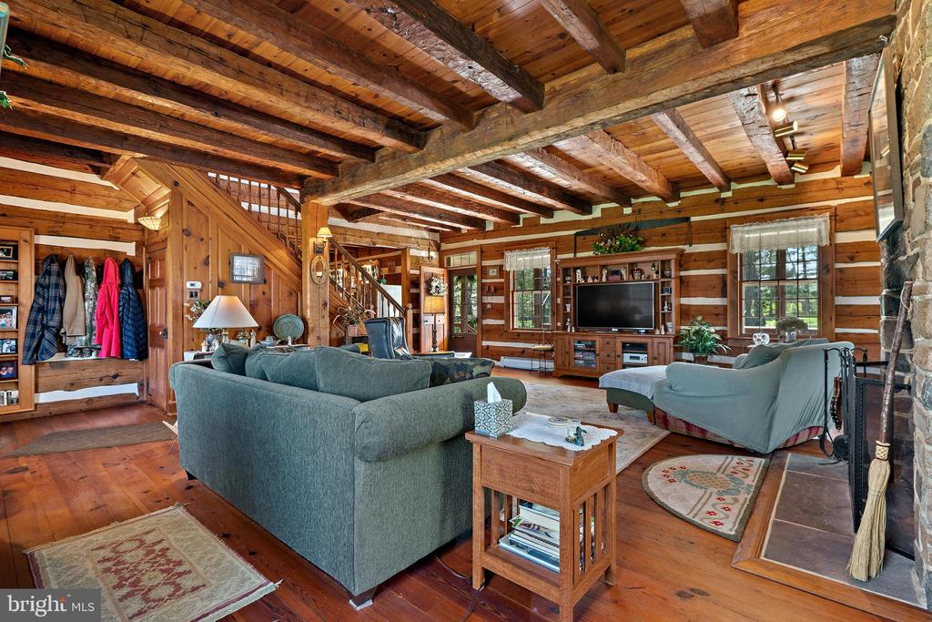 Family room - 37670 CHAPPELLE HILL RD, PURCELLVILLE