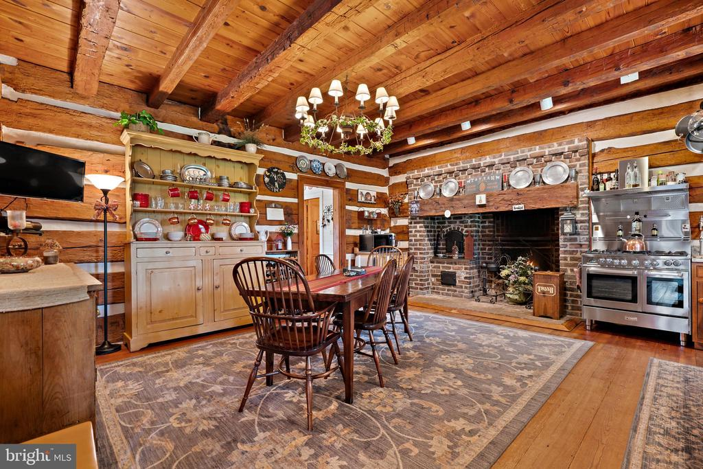 Kitchen has incredible cooking fireplace - 37670 CHAPPELLE HILL RD, PURCELLVILLE