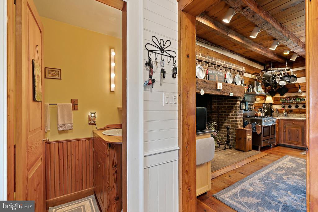 Powder room - 37670 CHAPPELLE HILL RD, PURCELLVILLE