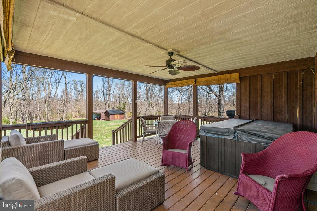 Guest house porch - 37670 CHAPPELLE HILL RD, PURCELLVILLE