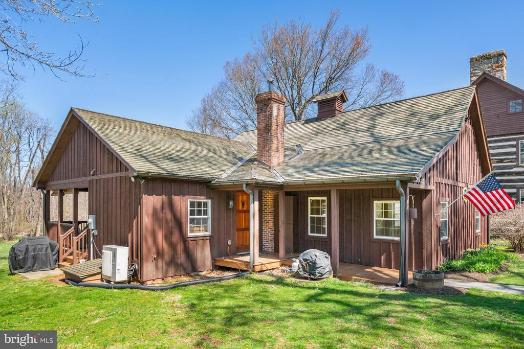 Guest house has separate address - 37670 CHAPPELLE HILL RD, PURCELLVILLE