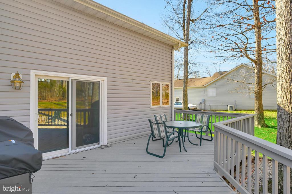 Deck conveniently located off the kitchen - 1106 LAKEVIEW PKWY, LOCUST GROVE