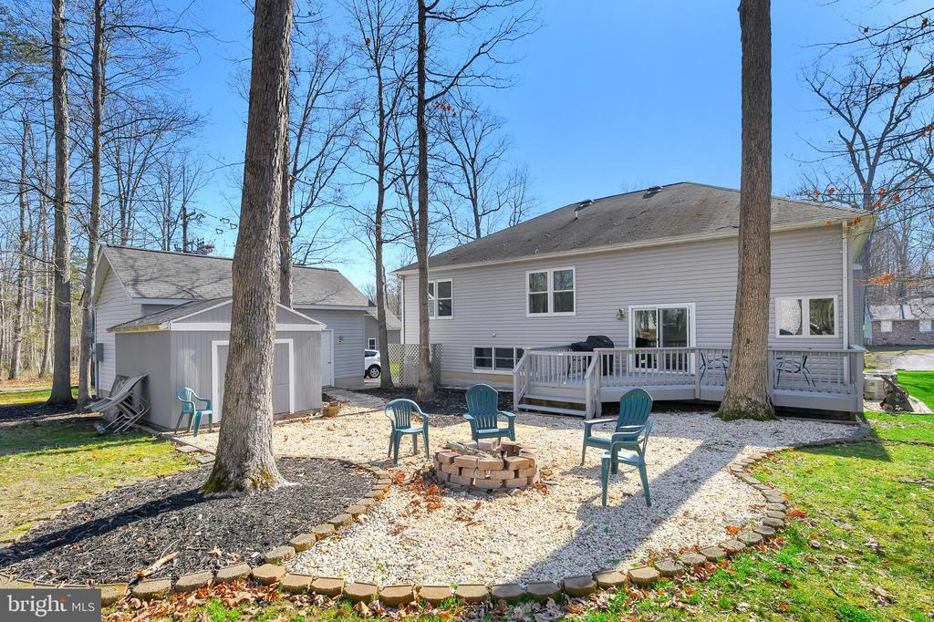 Large back yard with paths and fire pit - 1106 LAKEVIEW PKWY, LOCUST GROVE
