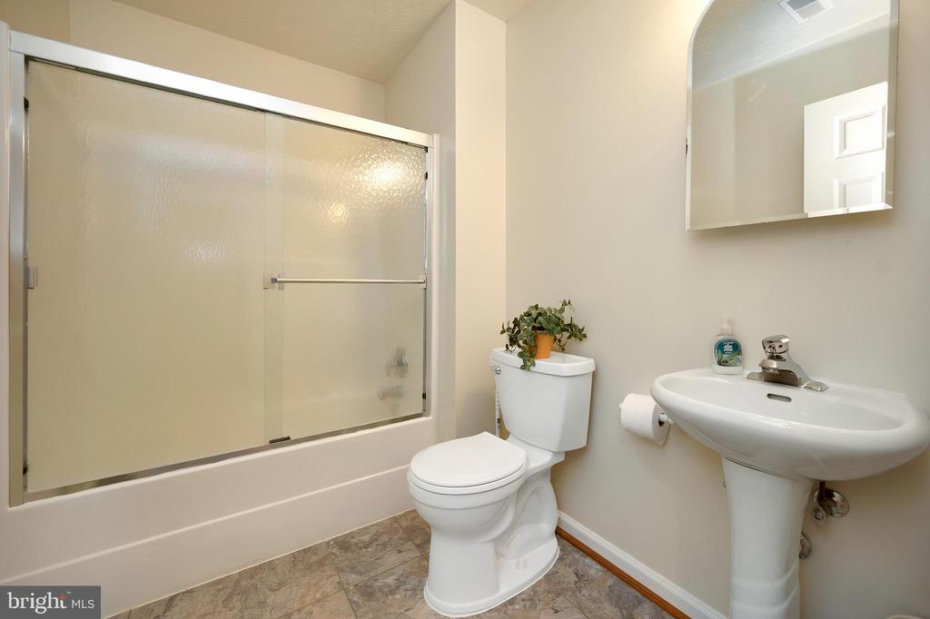 Full Bath in Lower Level - 1106 LAKEVIEW PKWY, LOCUST GROVE