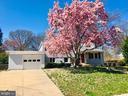 Lovely Waynewood home - 8522 CYRUS PL, ALEXANDRIA