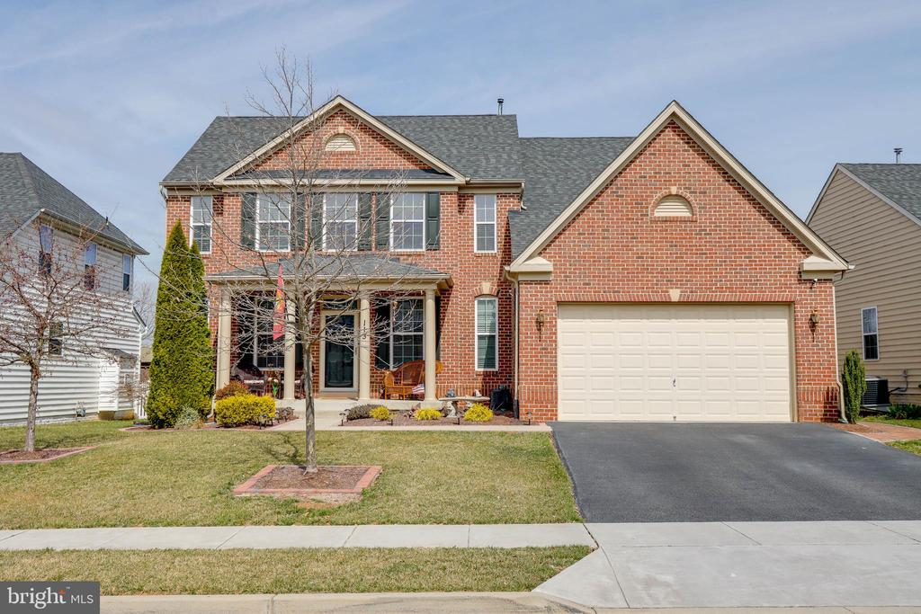 Welcome Home! - 113 MAROON CT, FREDERICK