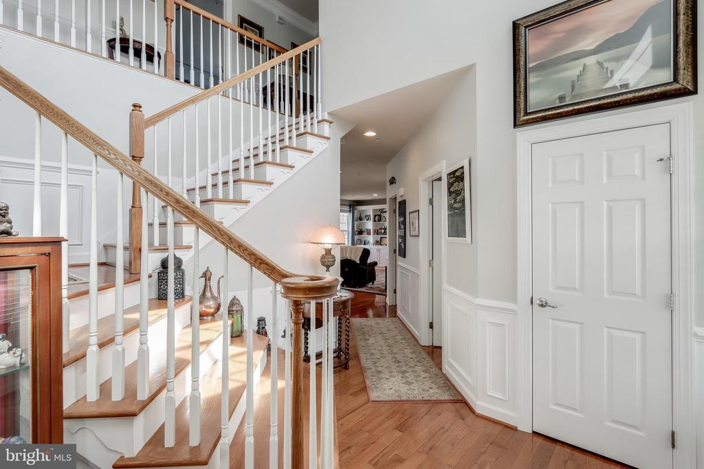 Inviting entry foyer - 113 MAROON CT, FREDERICK