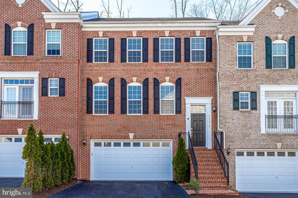 - 20273 FOX HALL TER, STERLING