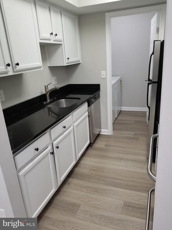 Kitchen.1 - Left side view and Laundry Room - 14905 RYDELL RD #204, CENTREVILLE