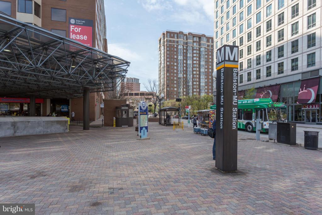 TWO Metro Stops Just a Short Stroll Away - 820 N POLLARD ST #208, ARLINGTON