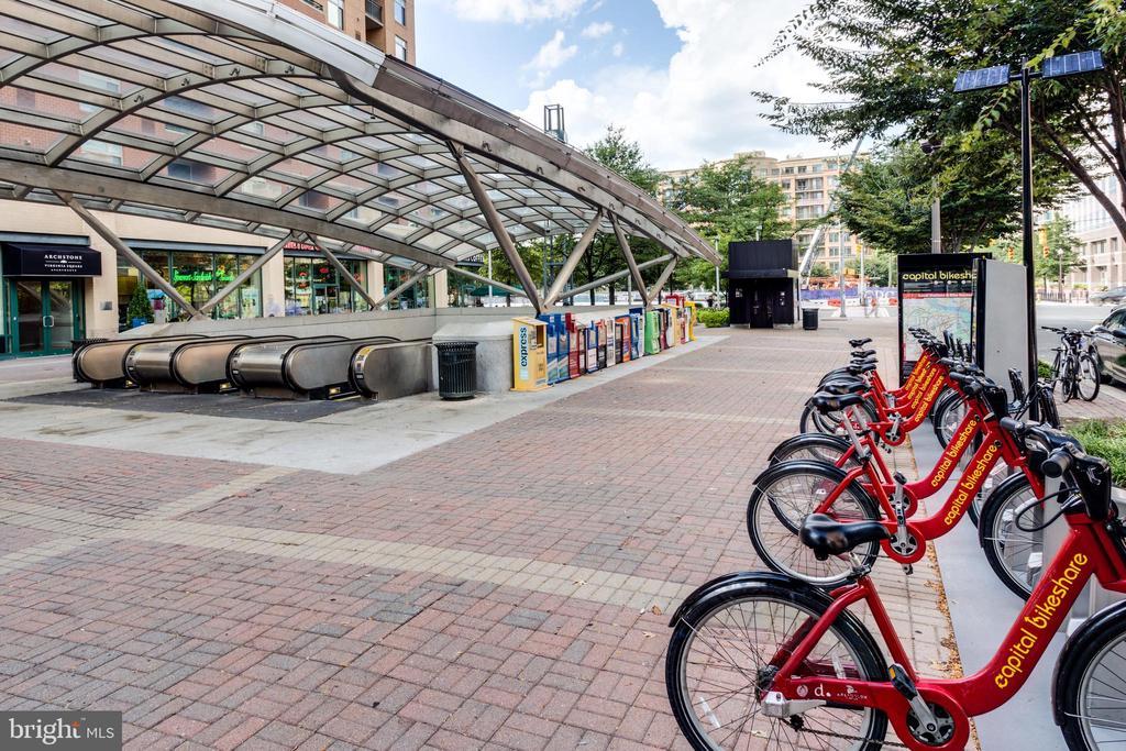 Metro and Capitol Bike Share - 820 N POLLARD ST #208, ARLINGTON