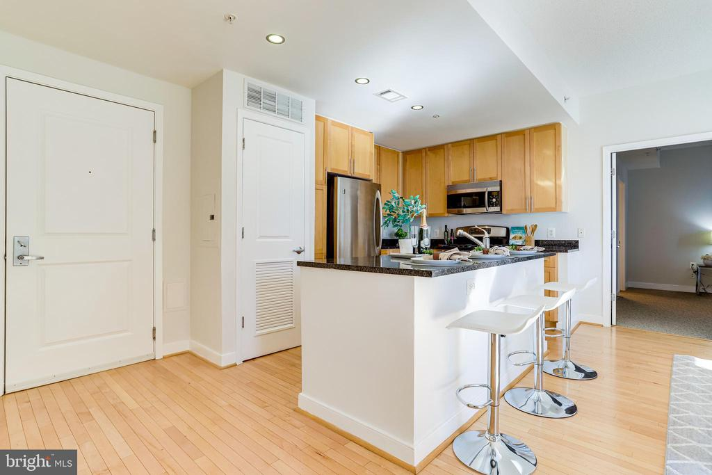 Ample Counter and Cabinet Space - 820 N POLLARD ST #208, ARLINGTON