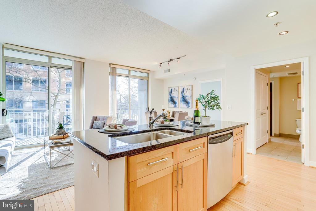 Perfect for Entertaining & Day-to-Day Living - 820 N POLLARD ST #208, ARLINGTON